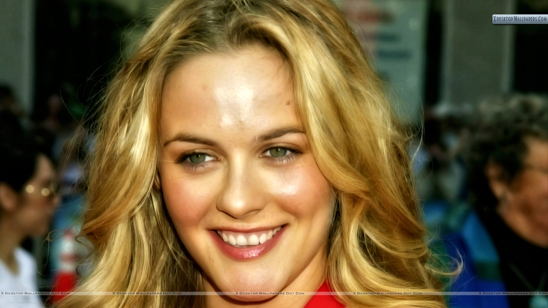 Alicia Silverstone Smiling Face Closeup N Golden Hairs Wallpaper
