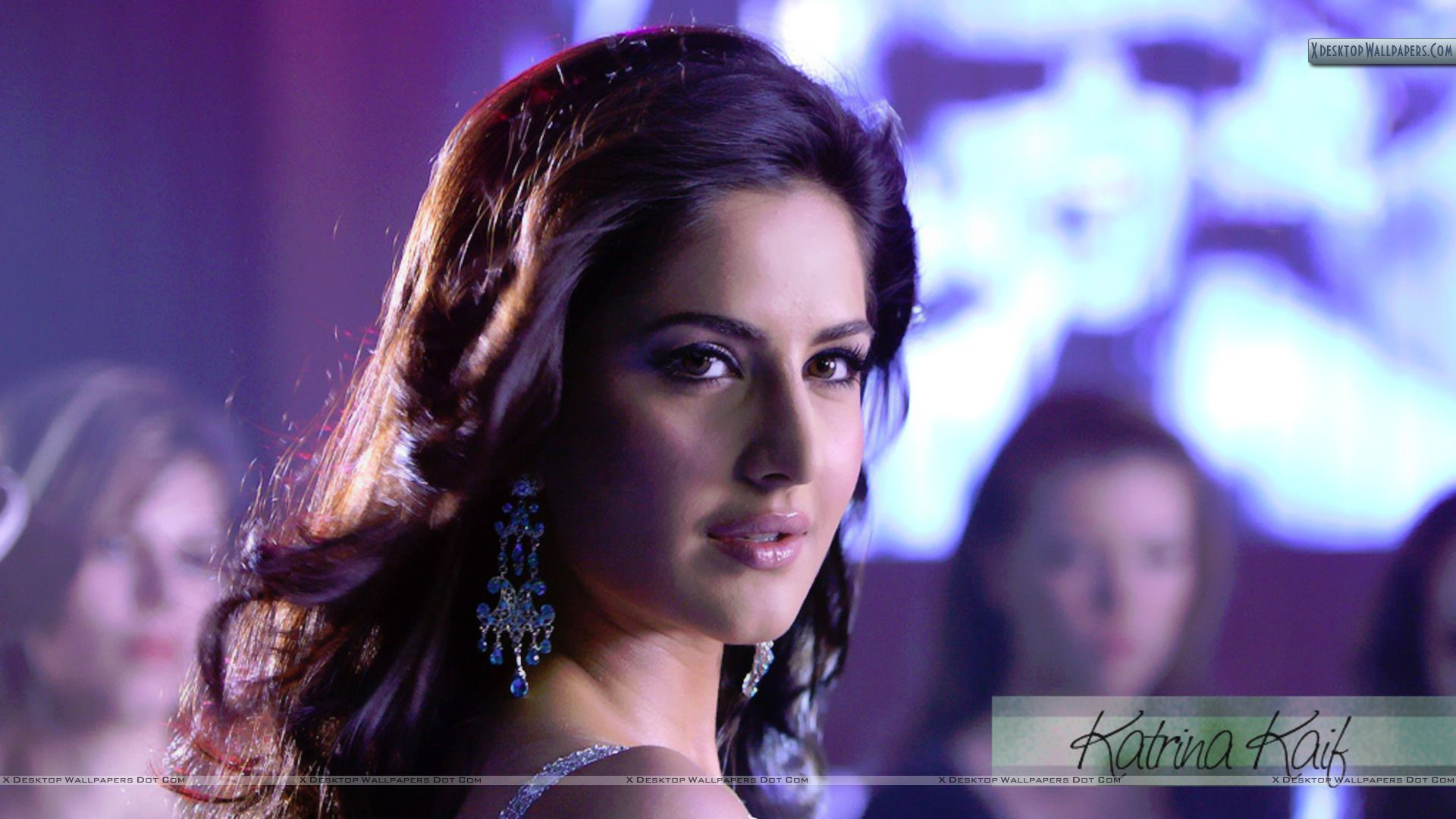 Cute Face Closeup Of Katrina Kaif In Disco Wallpaper