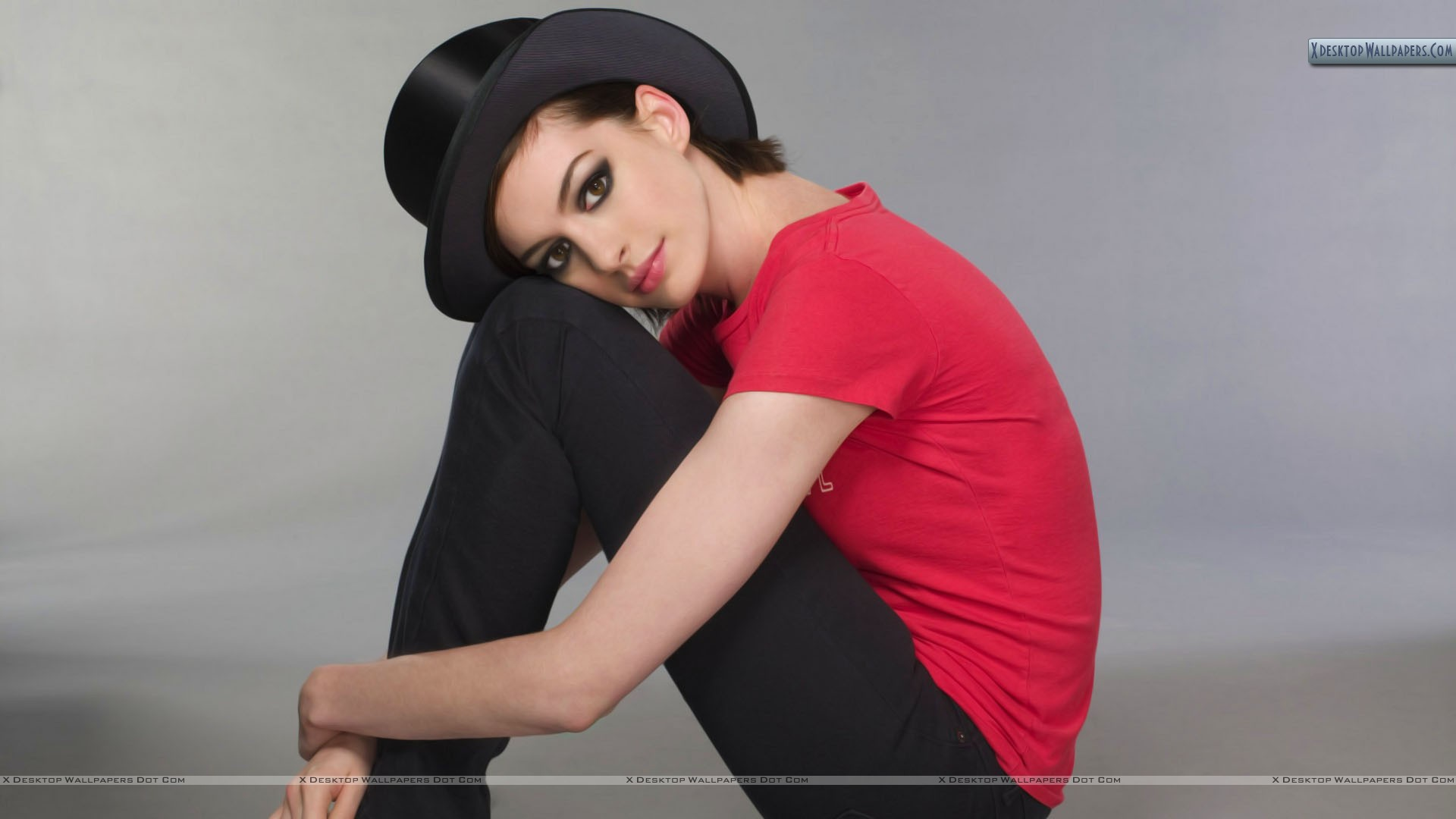 Anne Hathaway Sitting And Thinking Something Red Top Black Jeans ...