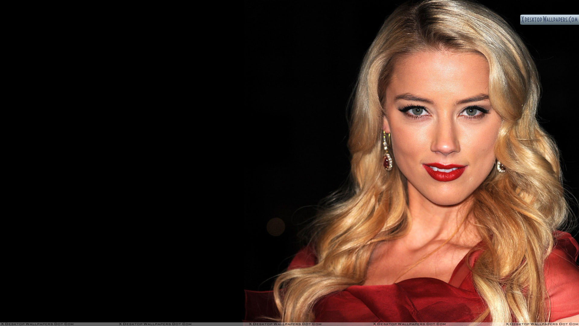 amber heard smiling in red lips and black background wallpaper
