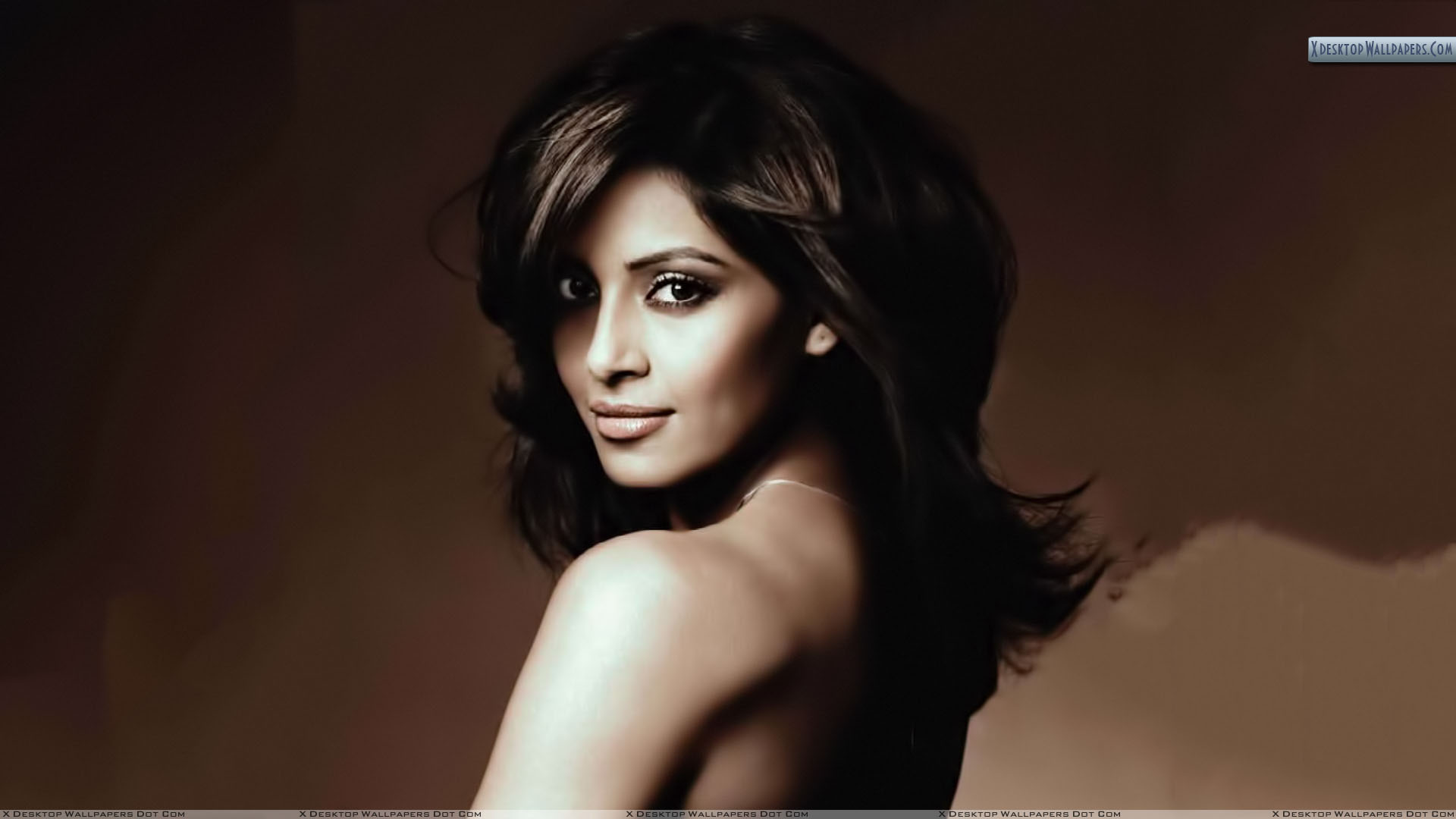 bipasha basu looking back photoshoot wallpaper