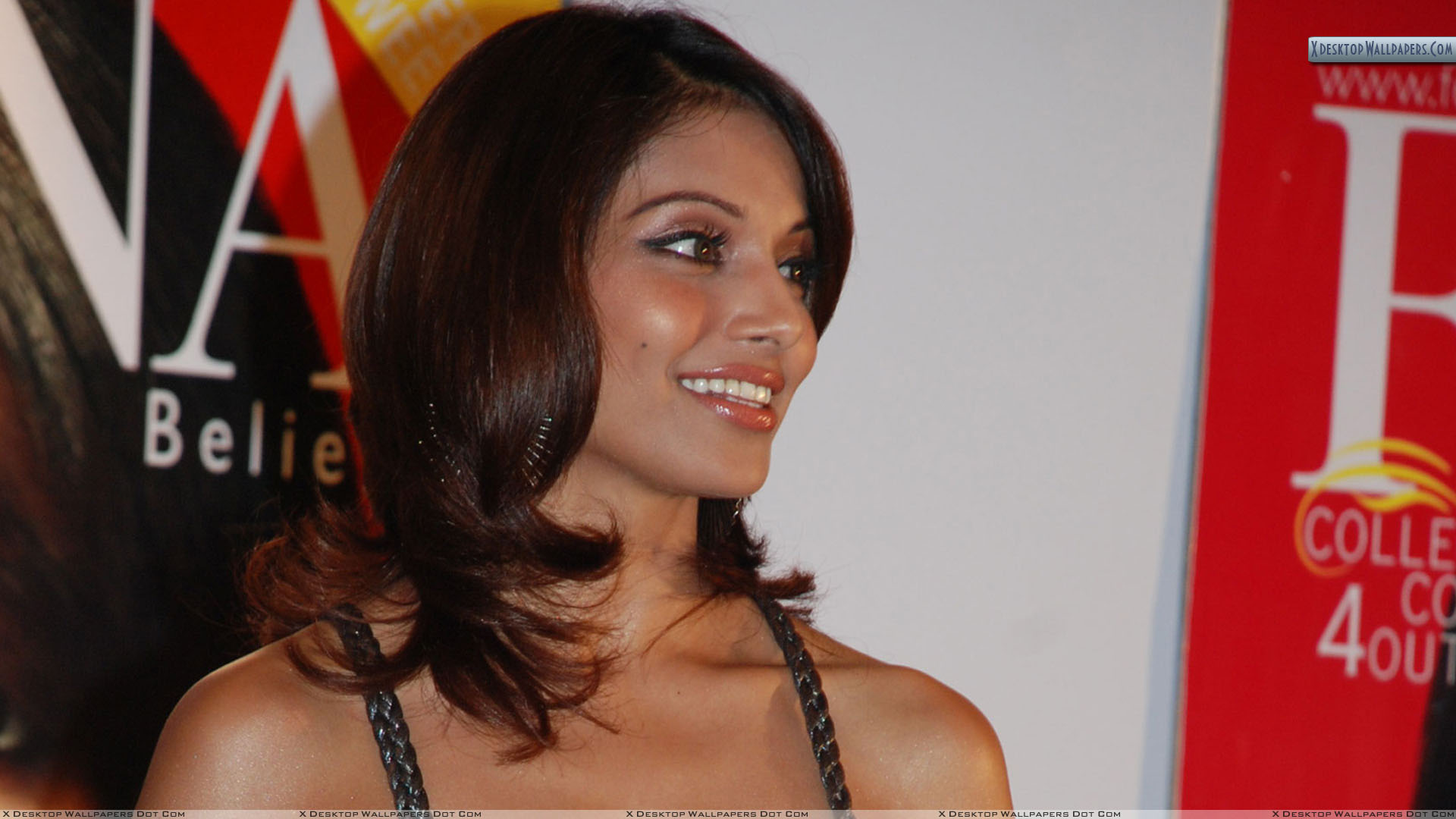 bipasha basu smiling photoshoot in events wallpaper