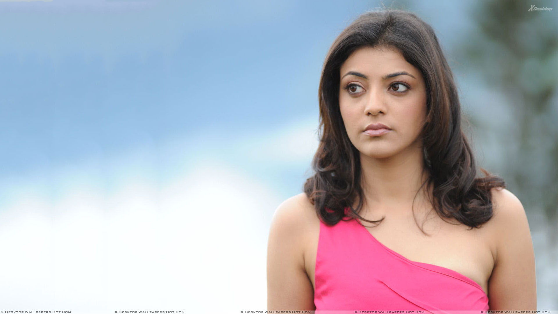 kajal aggarwal sad face in pink dress wallpaper