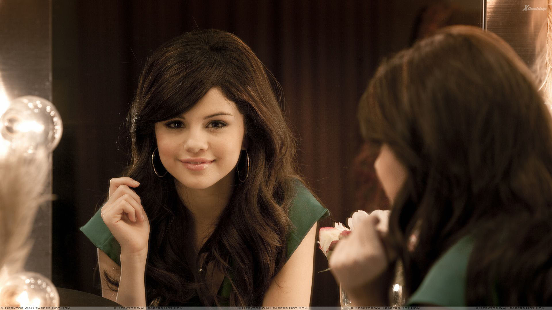 selena gomez sweet smiling face front of miror wallpaper