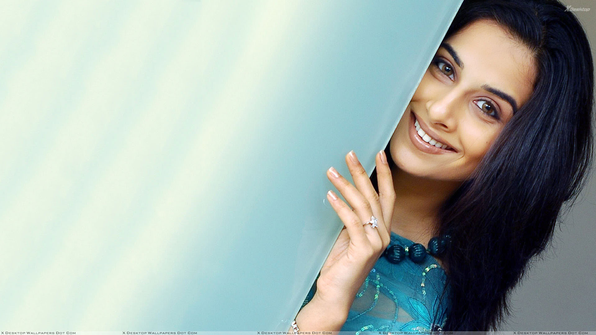 vidya balan smiling in blue dress and cute eyes wallpaper