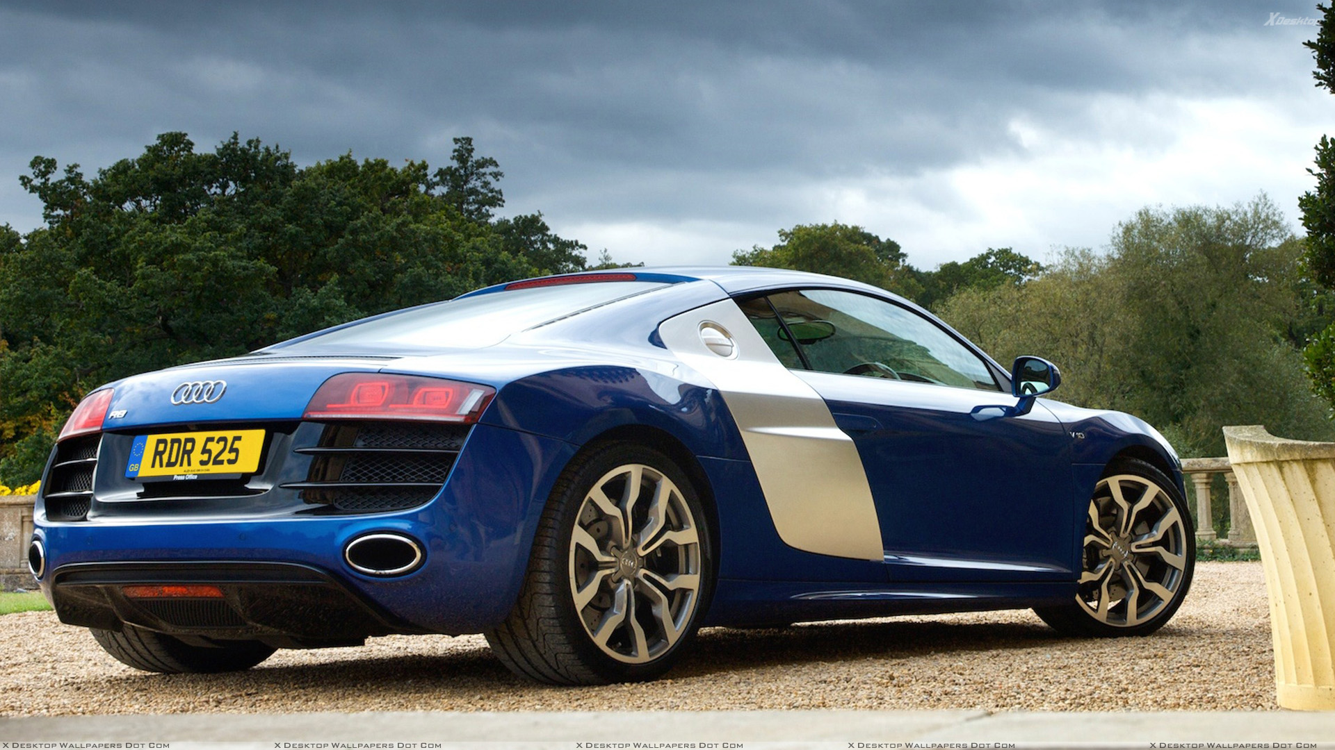 2009 audi r8 v10 side back pose in blue wallpaper. Black Bedroom Furniture Sets. Home Design Ideas