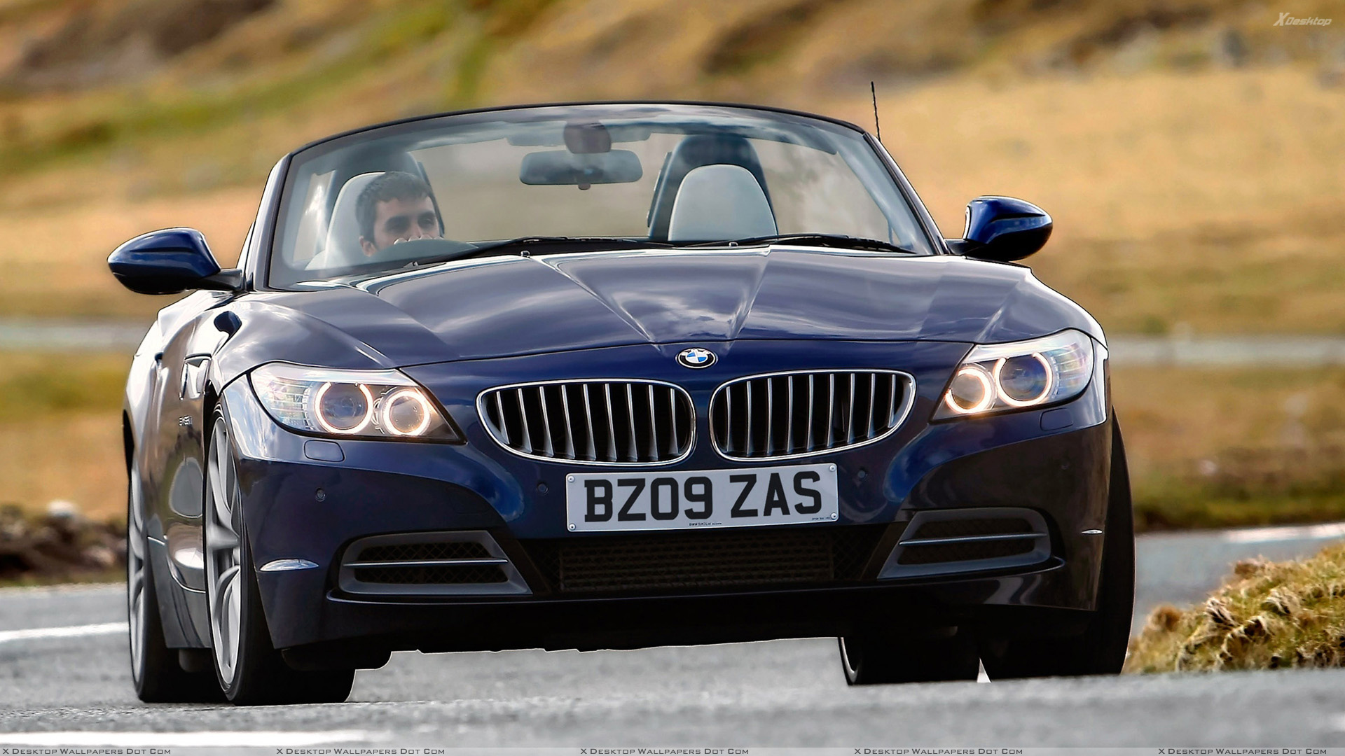 Front Pose Of 2009 Bmw Z4 In Blue Wallpaper
