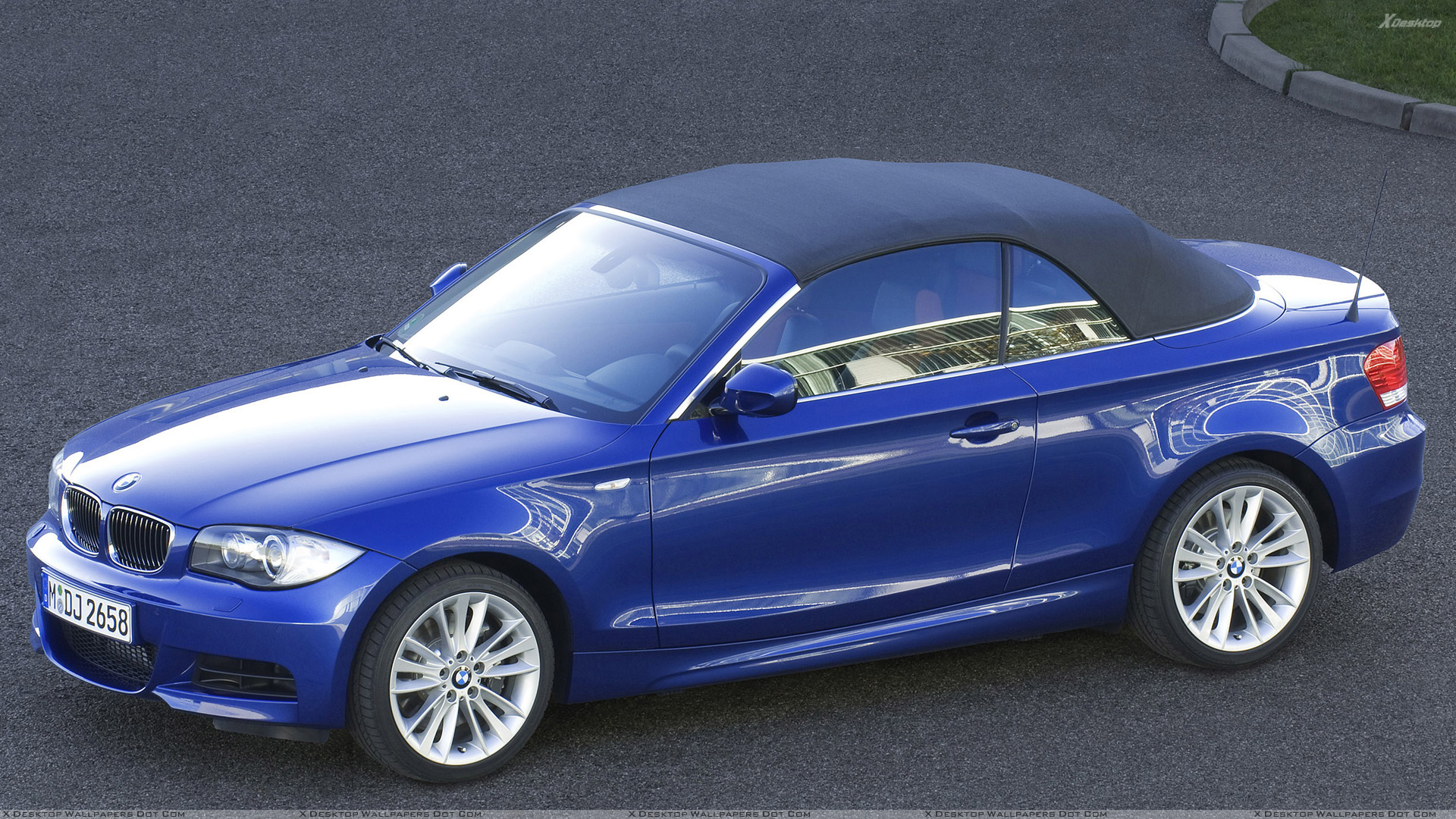 Side Pose Of 2007 BMW 1 Series E82 135i Convertible In Blue Wallpaper