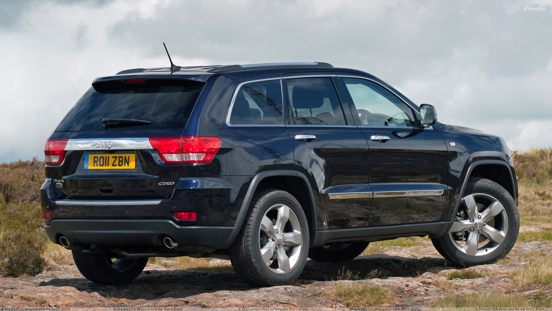 side pose of 2011 jeep grand cherokee in black wallpaper. Black Bedroom Furniture Sets. Home Design Ideas