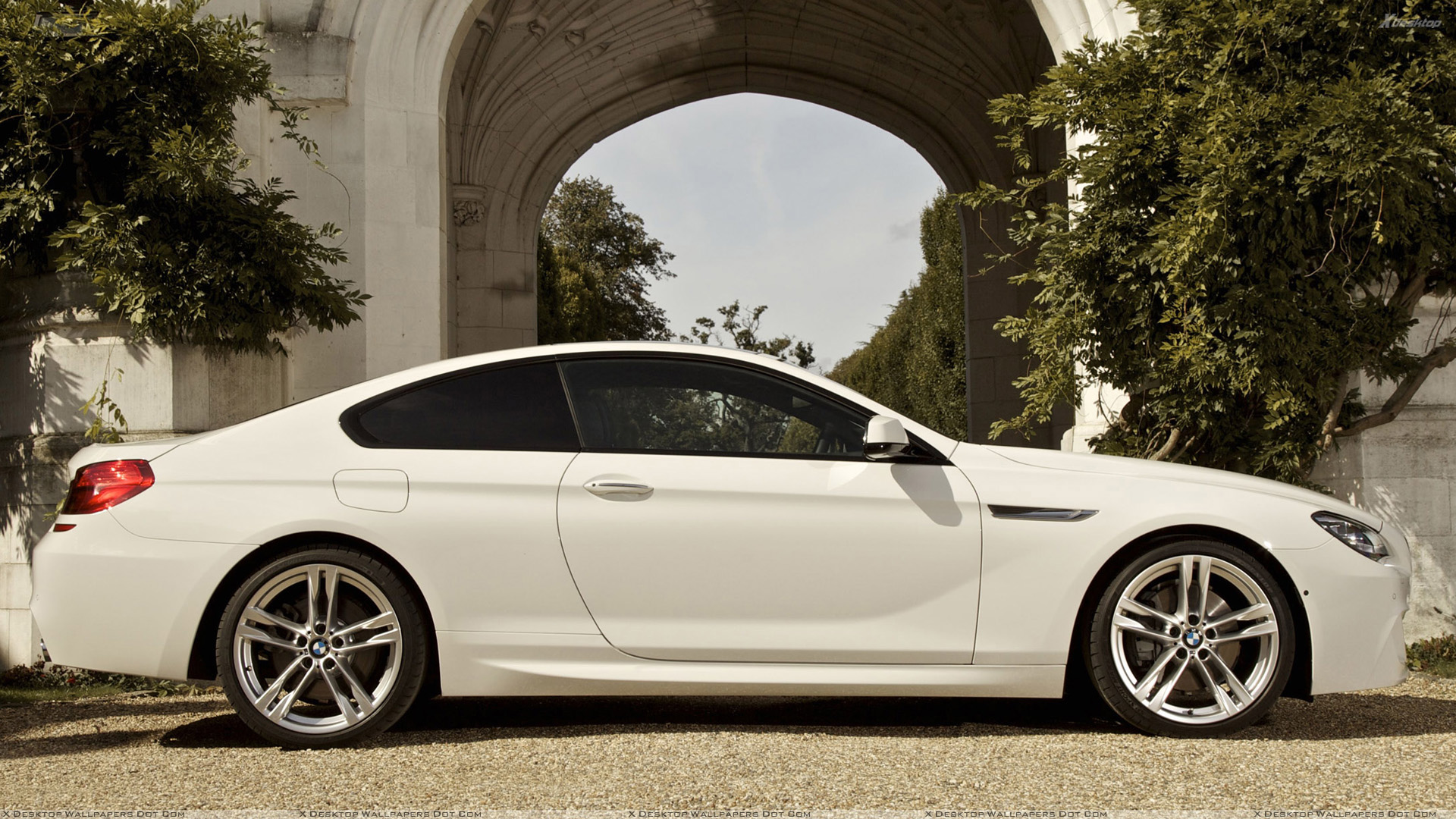 Side Pose Of 2012 Bmw 6 Series Coupe In White Wallpaper
