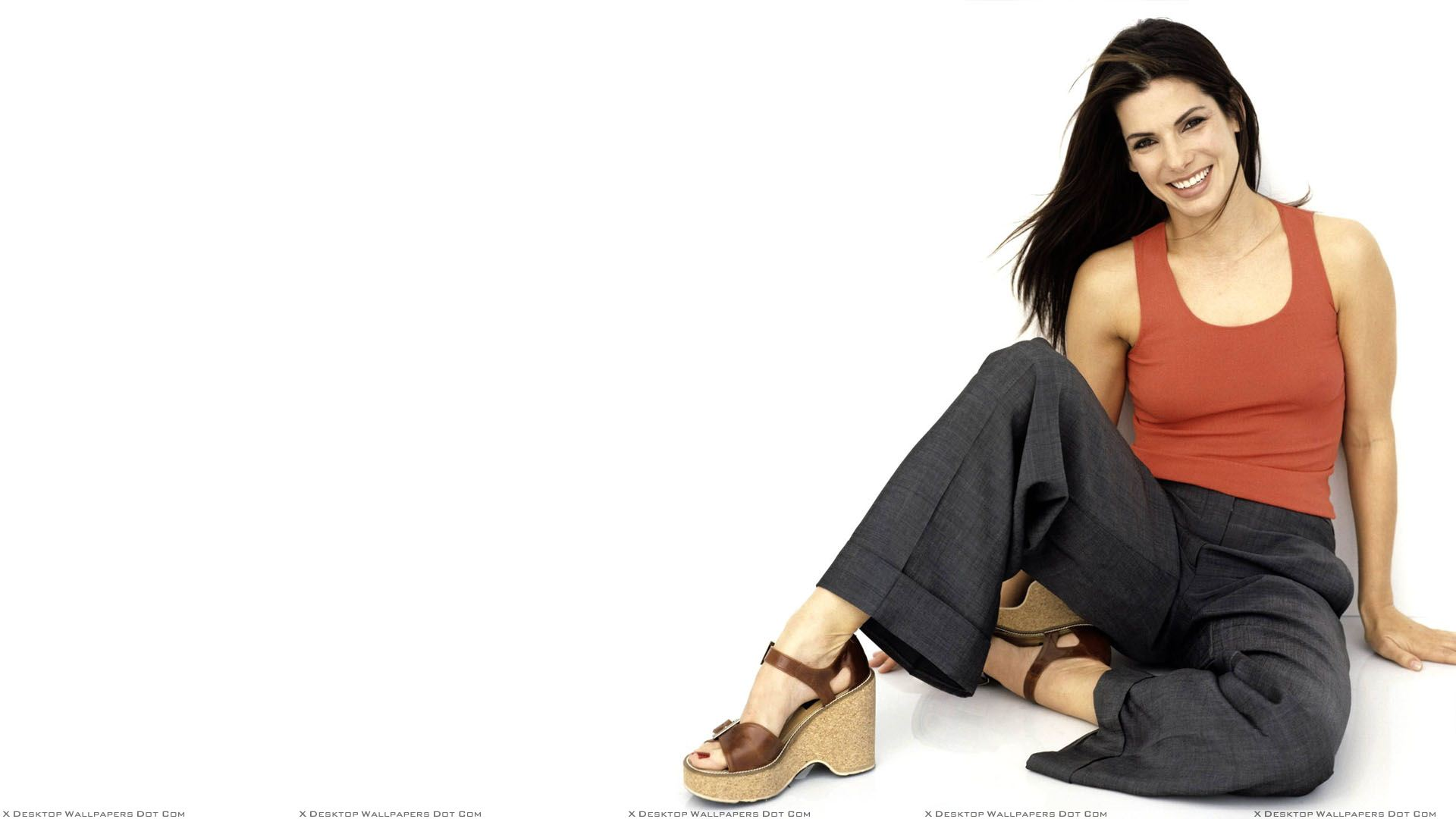 Sandra Bullock Smiling In Red Top N Black Trouser Sitting ...