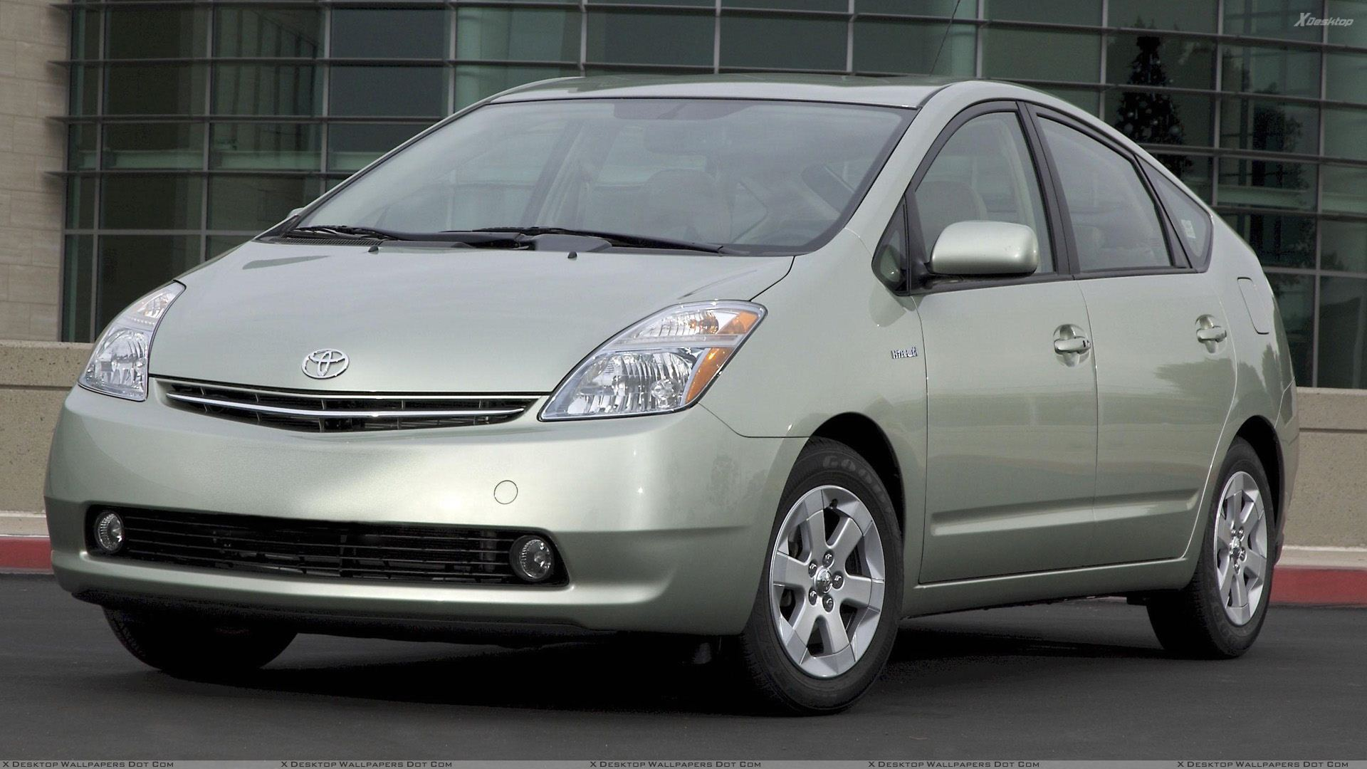 toyota prius wallpapers photos images in hd. Black Bedroom Furniture Sets. Home Design Ideas