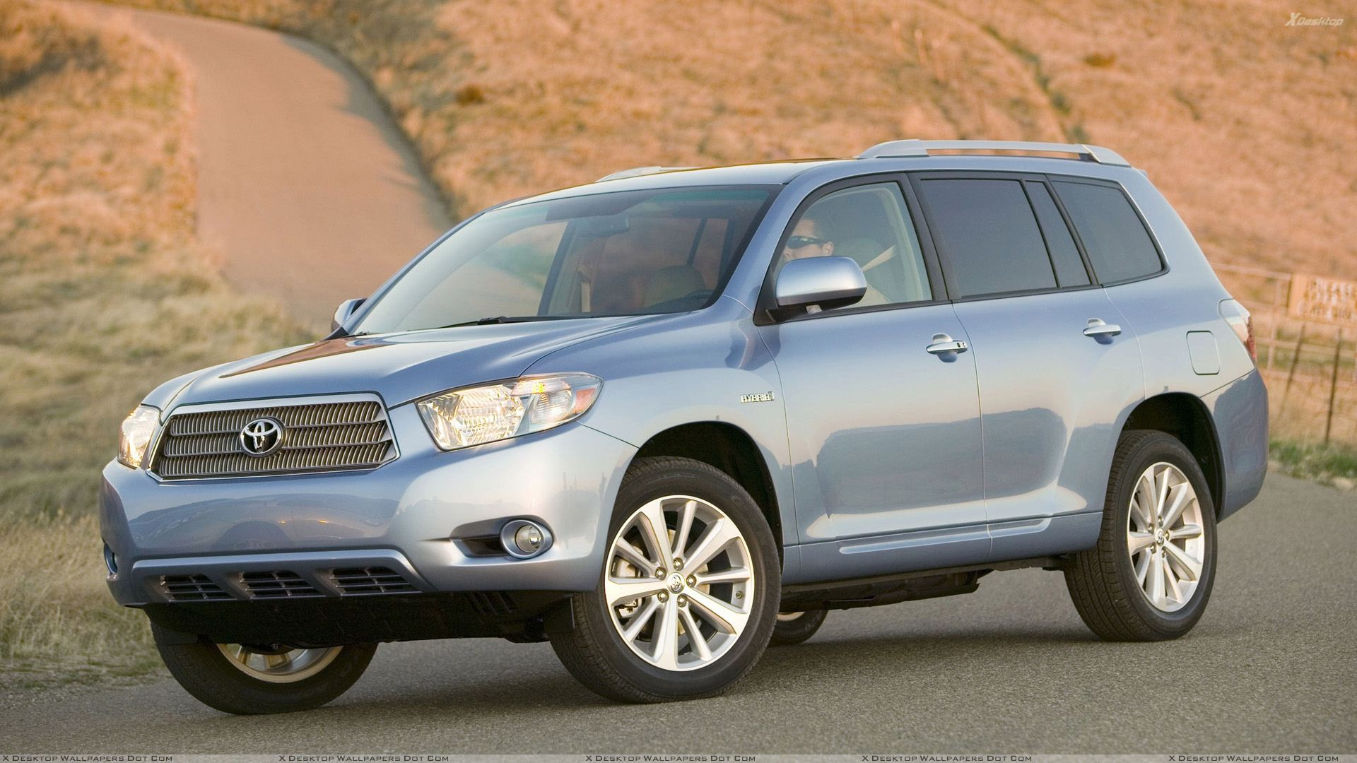 2009 toyota highlander hybrid in blue on road wallpaper. Black Bedroom Furniture Sets. Home Design Ideas