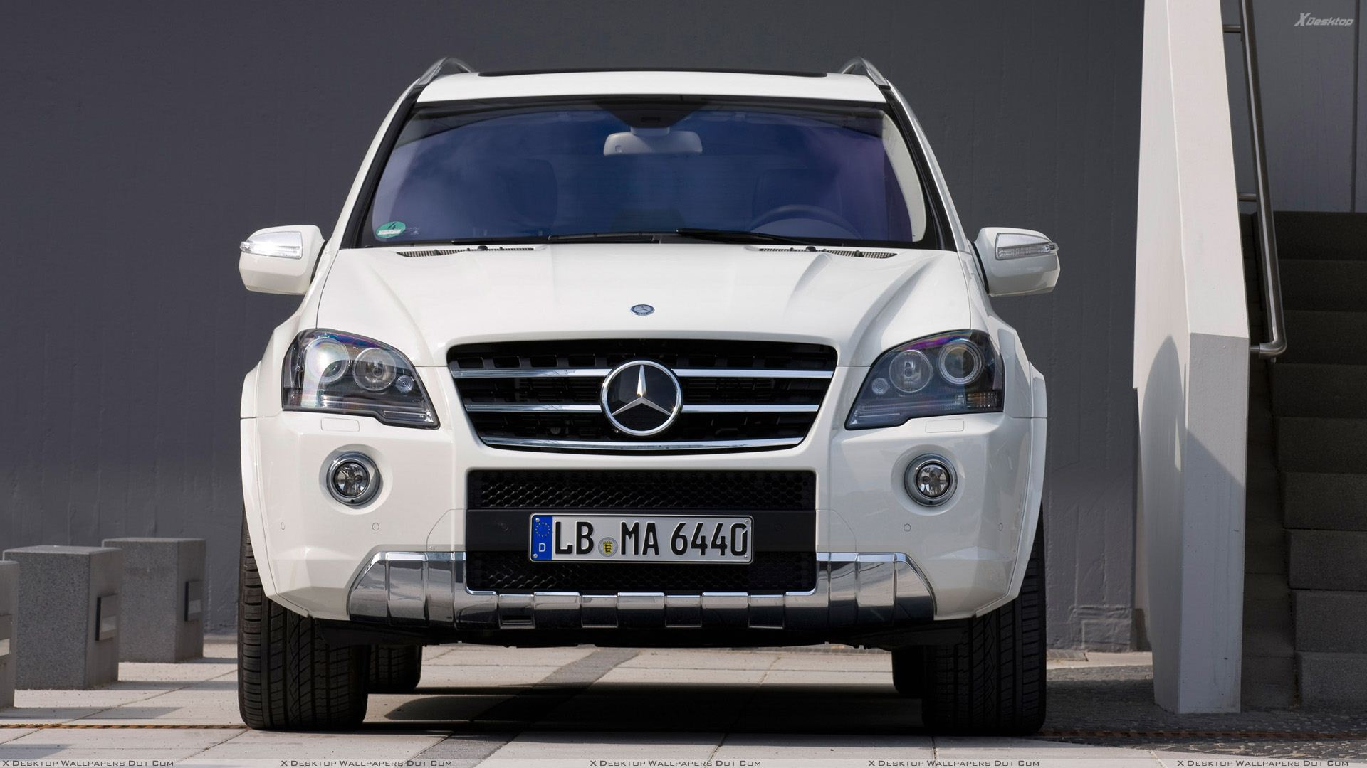 front pose of 2010 mercedes-benz ml 63 amg facelift in white wallpaper