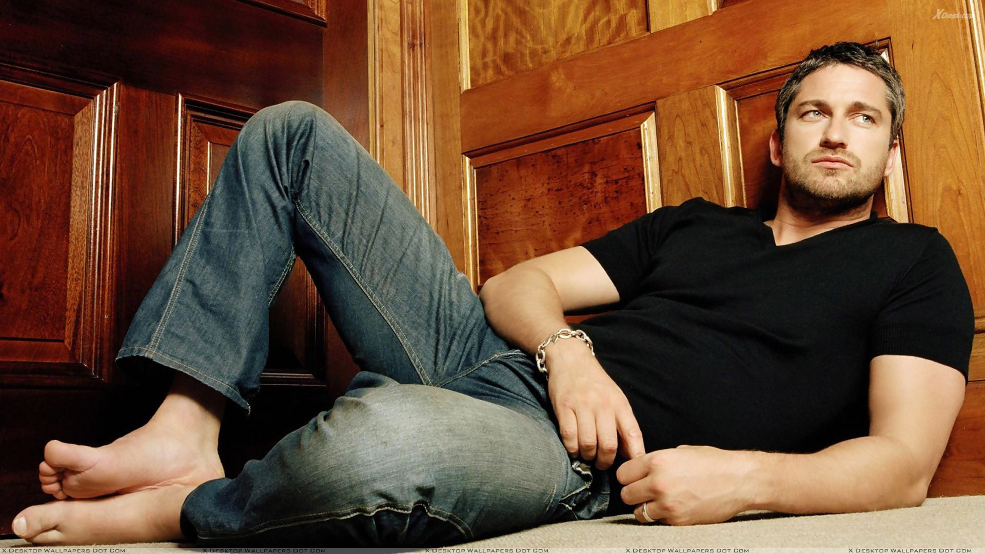 Black t shirt blue jeans - You Are Viewing Wallpaper Titled Gerard Butler In Black T Shirt N Blue Jeans Sitting Pose From The Category