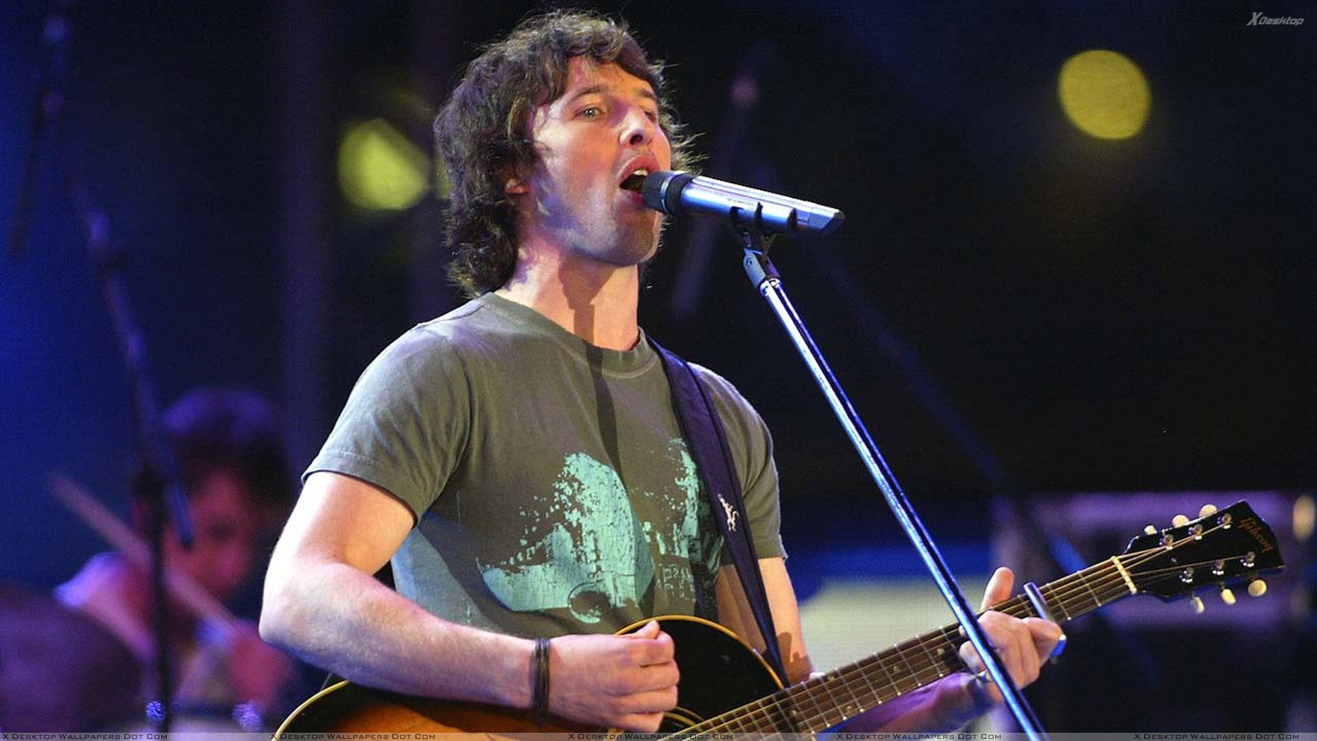 James Blunt Guitar In Hand N Singing On Stage Wallpaper