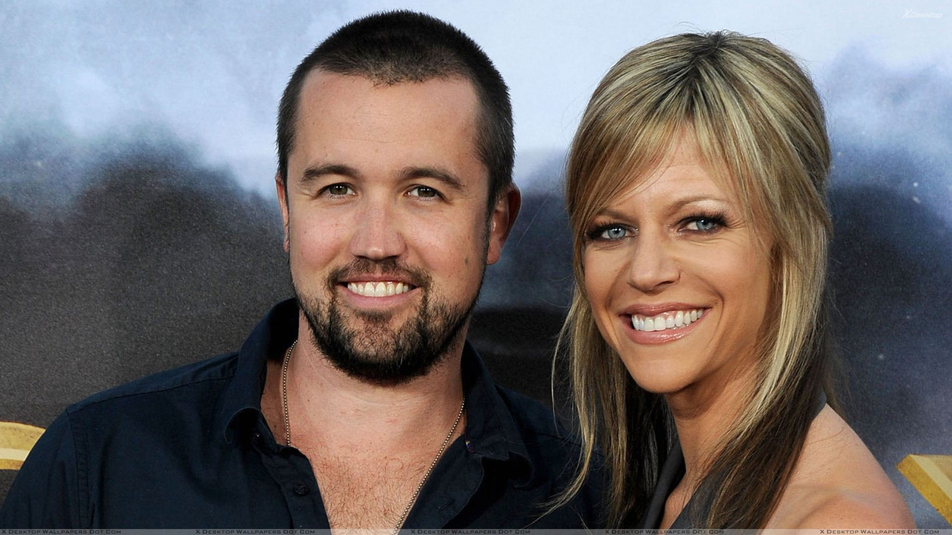 Rob Mcelhenney And Kaitlin Olson Smiling Photoshoot Wallpaper