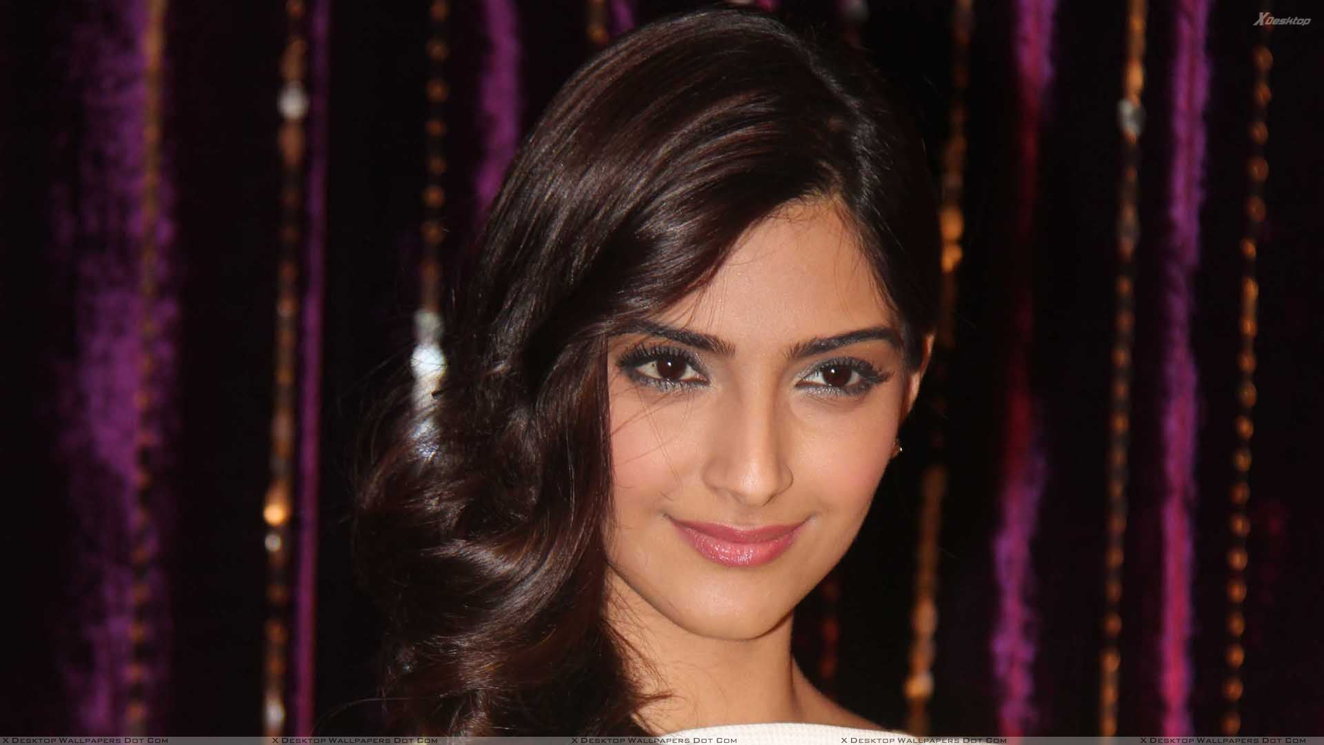 Sonam Kapoor Wallpapers Photos Images In Hd