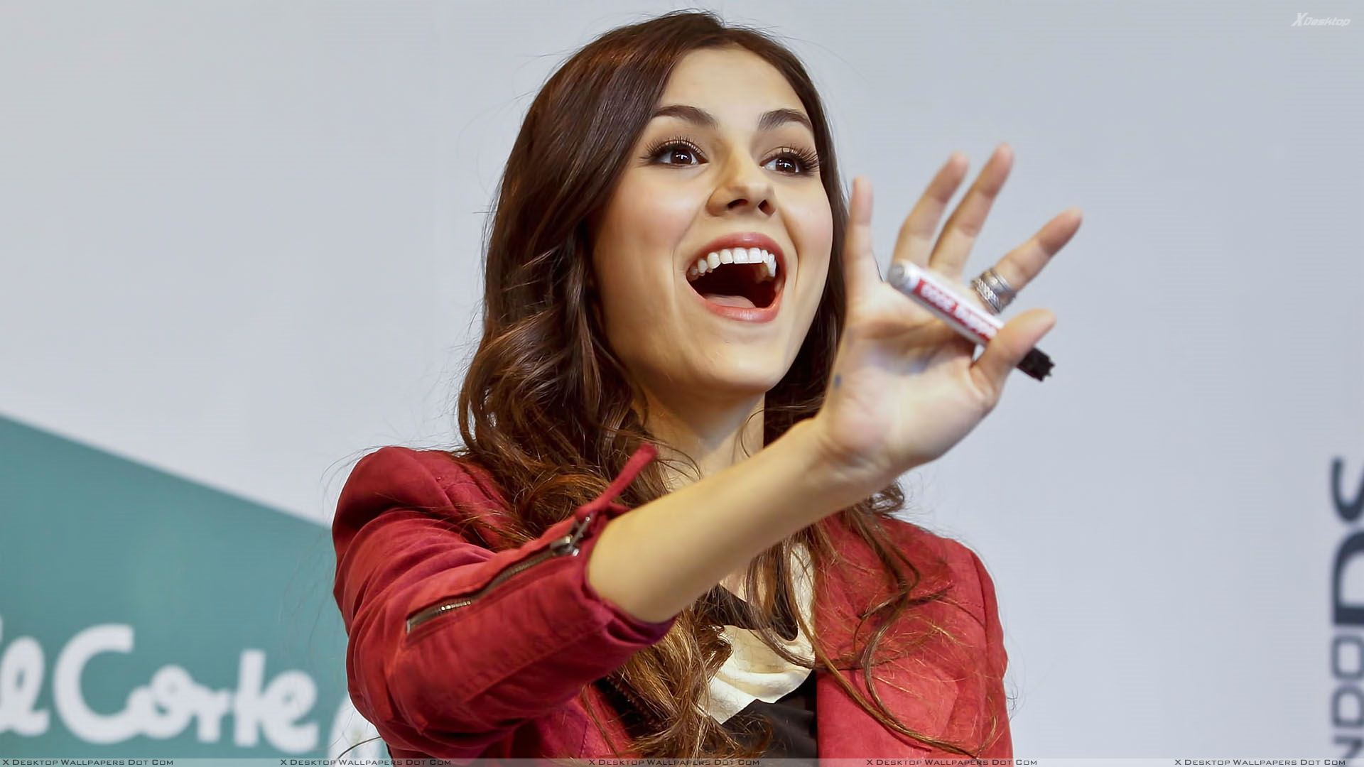 You Are Viewing Wallpaper Titled Victoria Justice Open Mouth Photoshoot