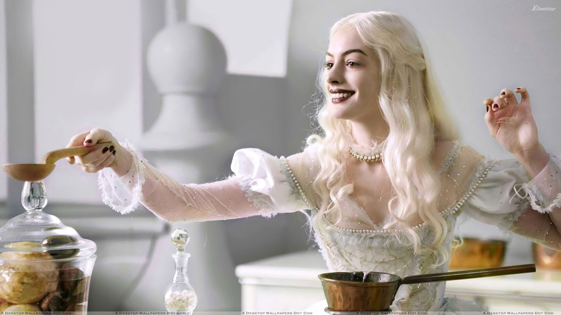 anne hathaway white queen - photo #14