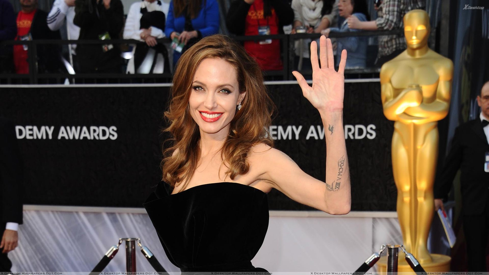 Black dress saying - You Are Viewing Wallpaper Titled Angelina Jolie Saying Hii In Black Dress
