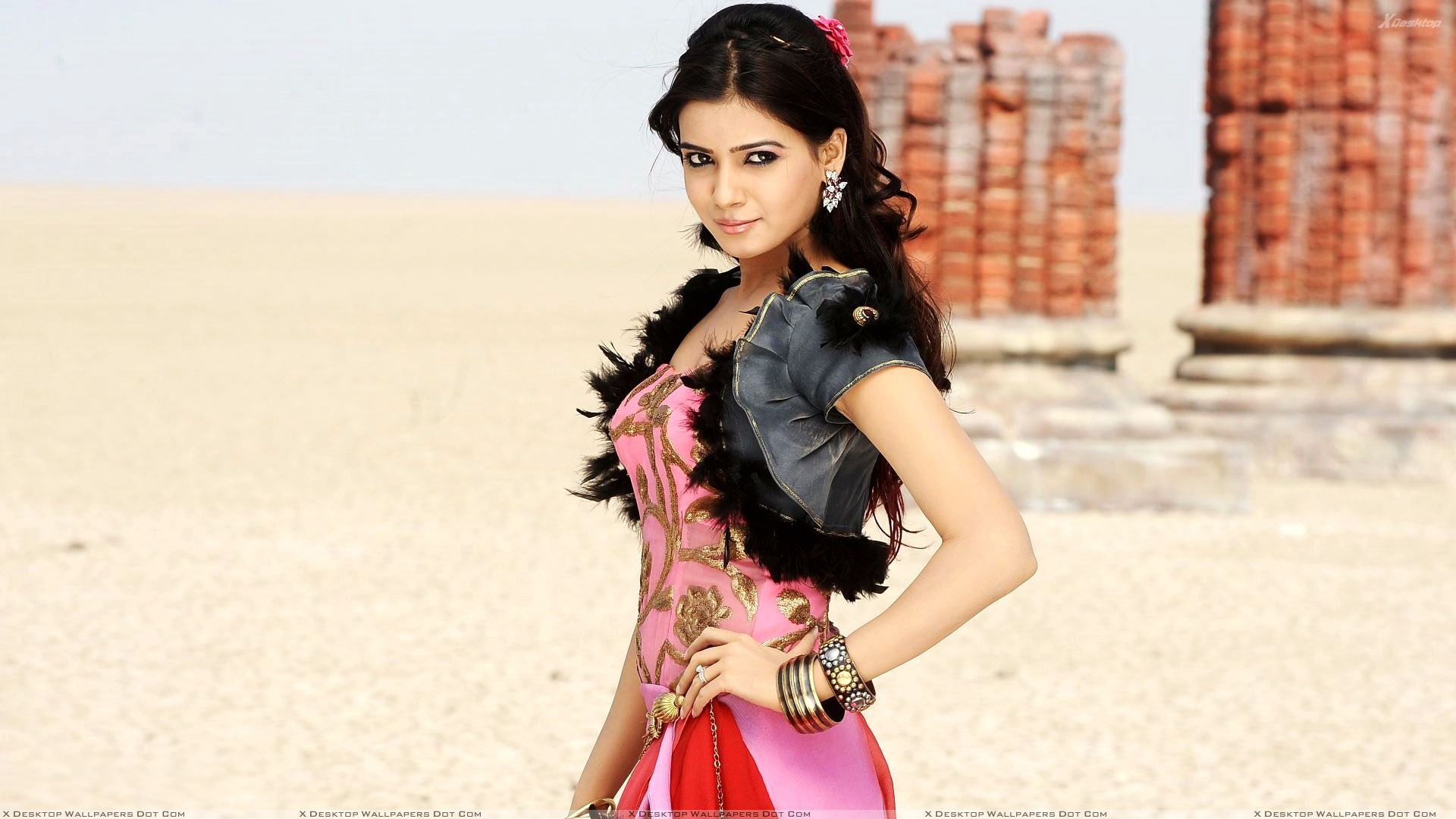 samantha ruth prabhu modeling pose in dookudu movie wallpaper
