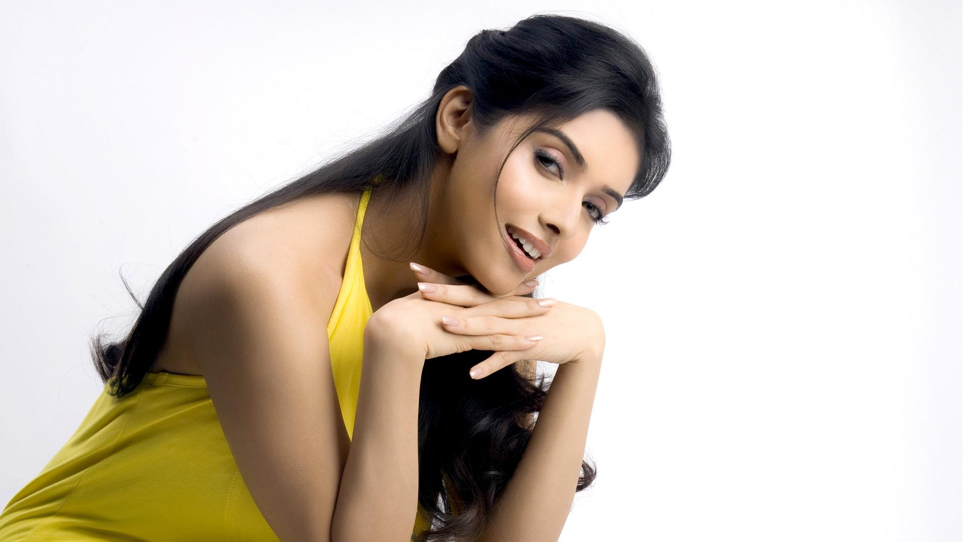 asin thottumkal sitting on a bench wallpaper