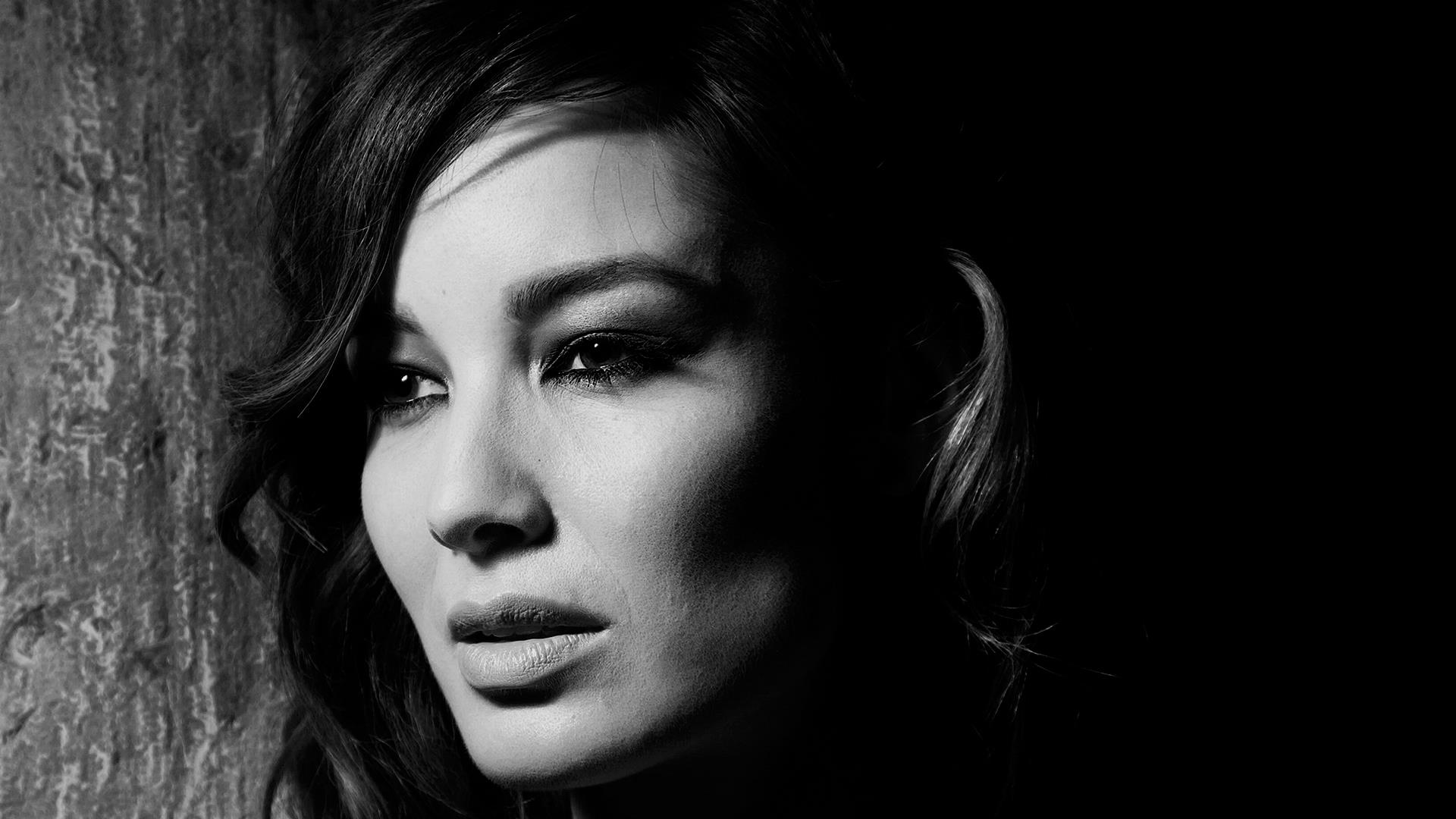 Berenice Marlohe Lookig Side Black N White Face Closeup ...