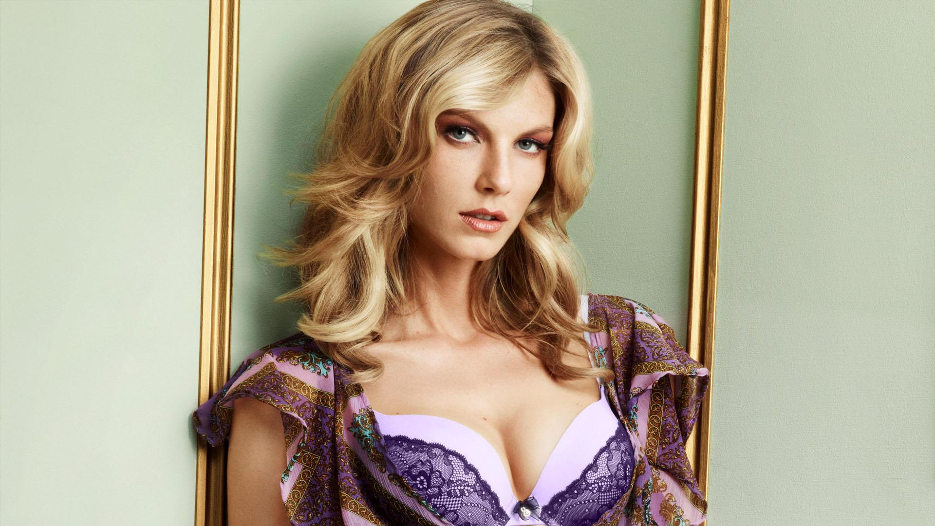 Angela Lindvall earned a  million dollar salary, leaving the net worth at 8 million in 2017
