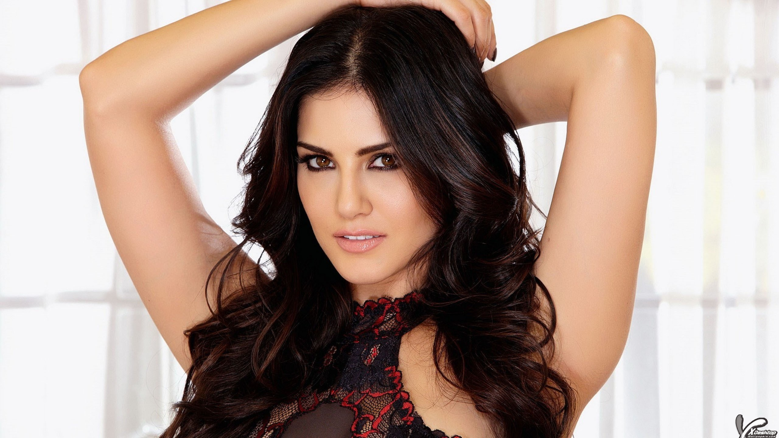 sunny leone red lips cute eyes side face closeup wallpaper