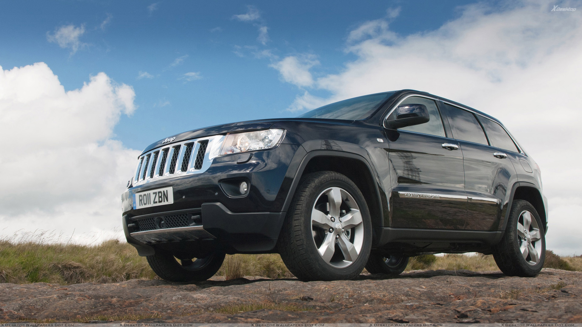 2011%20Jeep%20Grand%20Cherokee%20Front%20Headlight%20in%20Black